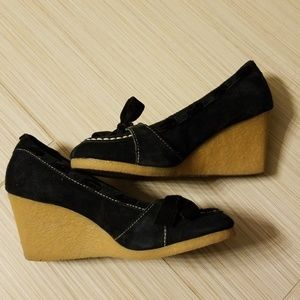 BC Footwear suede size 7 wedge